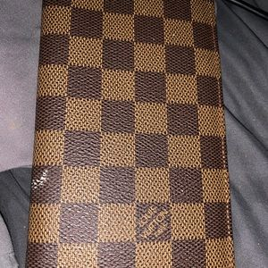 Louis Vuitton Card and cash wallet. Lots of space